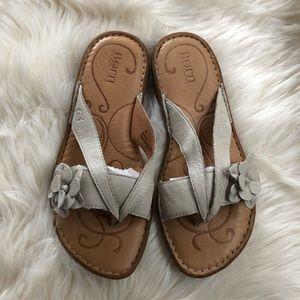 Born leather thong flip flop sandals beige size 7